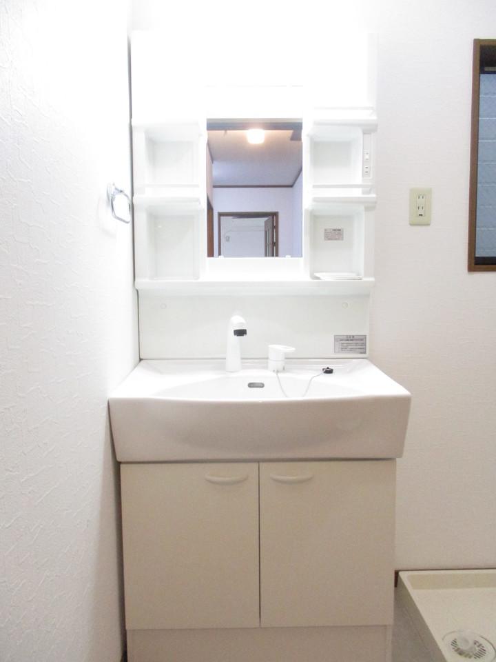 洗面台は交換済です。