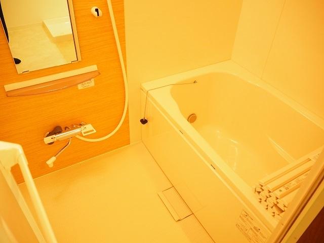 給湯器・浴槽新規交換済です。