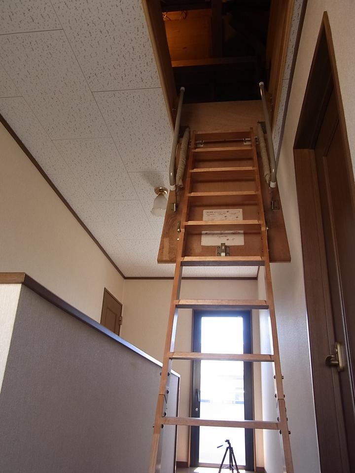 屋根裏収納もあり普段使わない色々な物を収納できます。