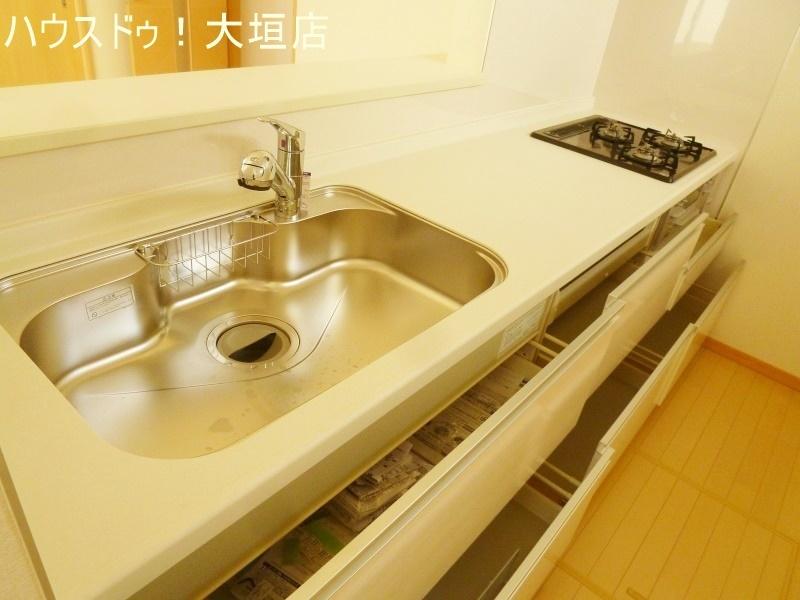 収納豊富なキッチン。隠す収納でキッチンはいつでもスッキリ。