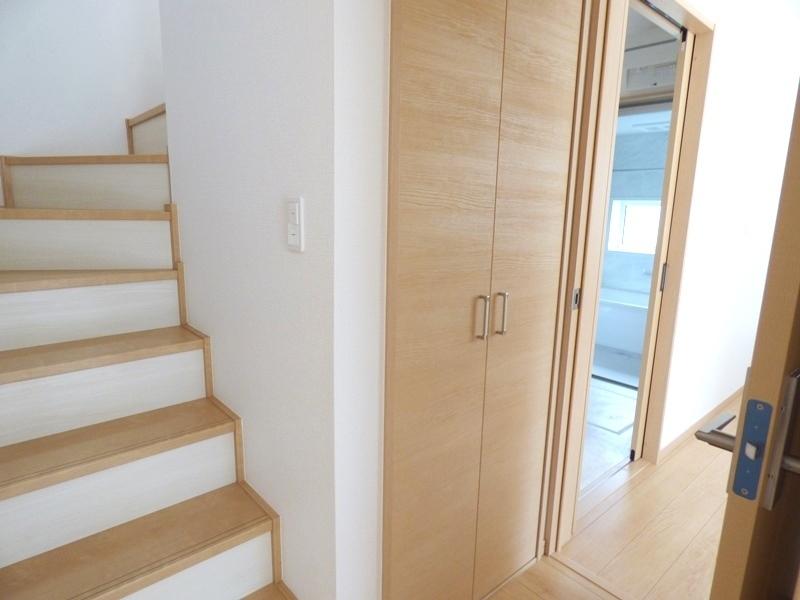 1階:廊下収納
