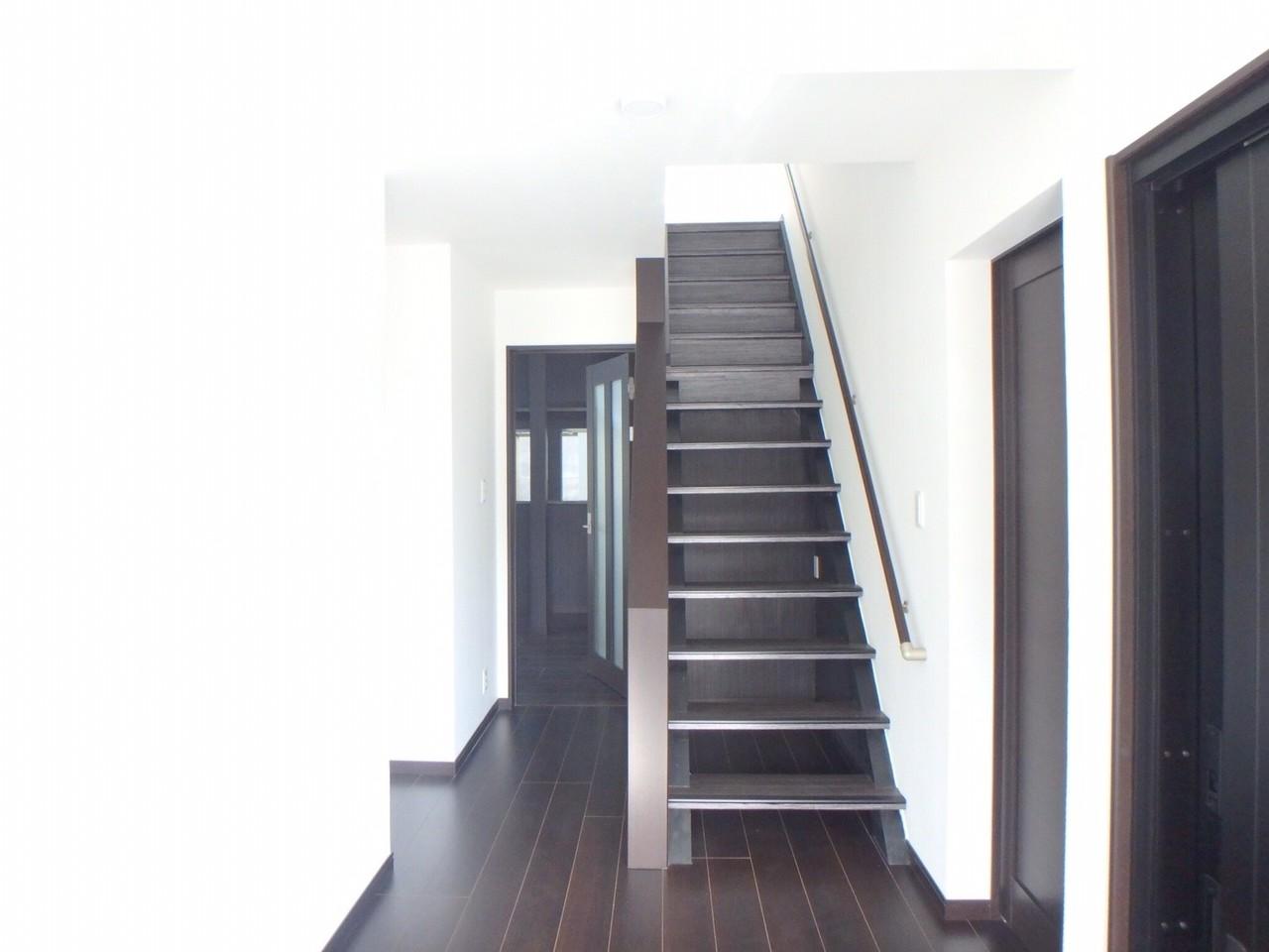 玄関から入っての廊下です。