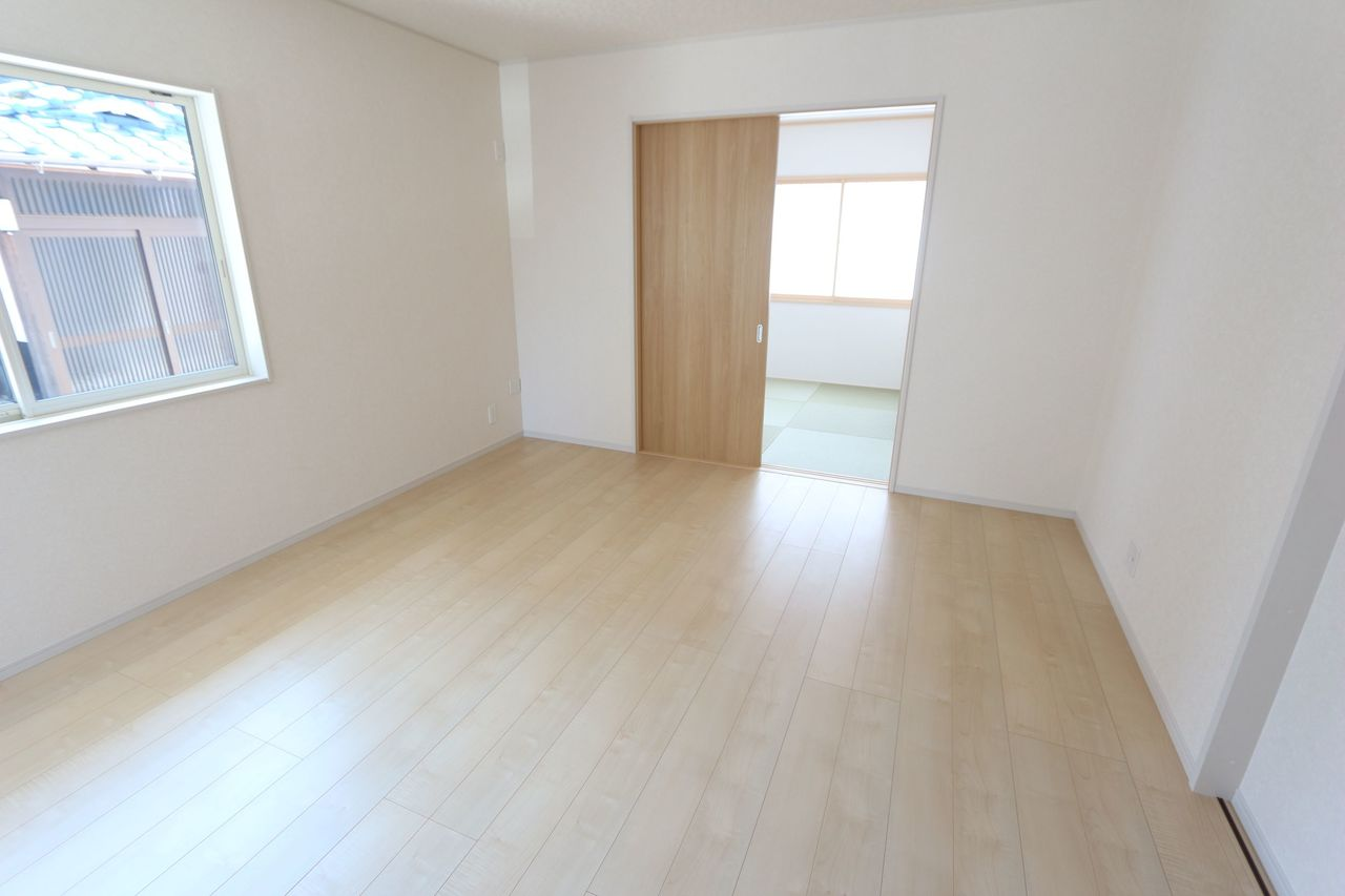 和室を合わせると20帖の大空間。