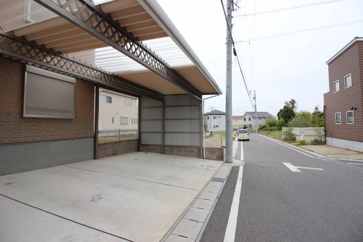 常滑東小学校が徒歩11分の立地です。6年間通う小学校が近いのは安心ですね。