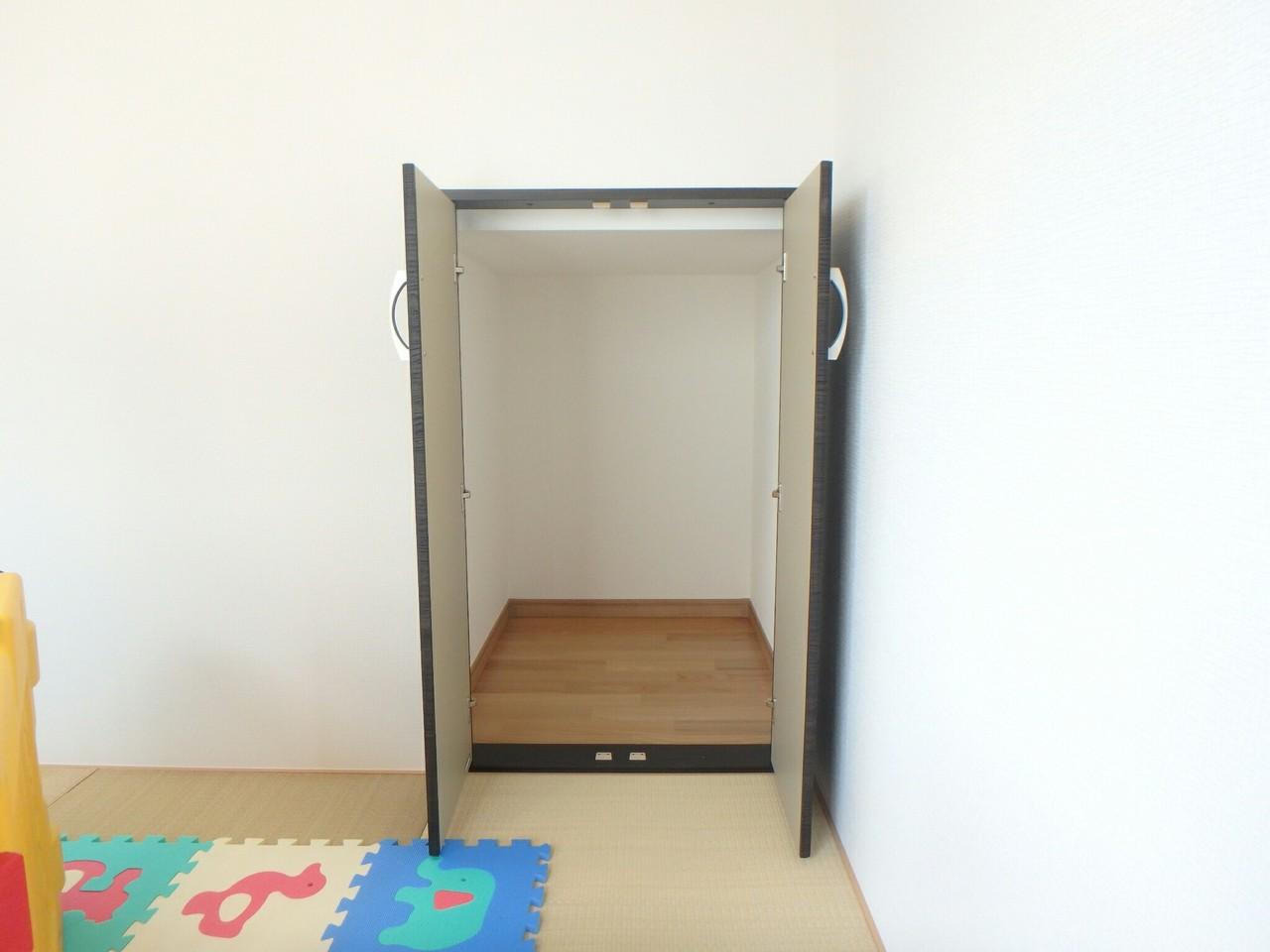 和室にも収納があります。お子さんのおもちゃなども整理できますね。