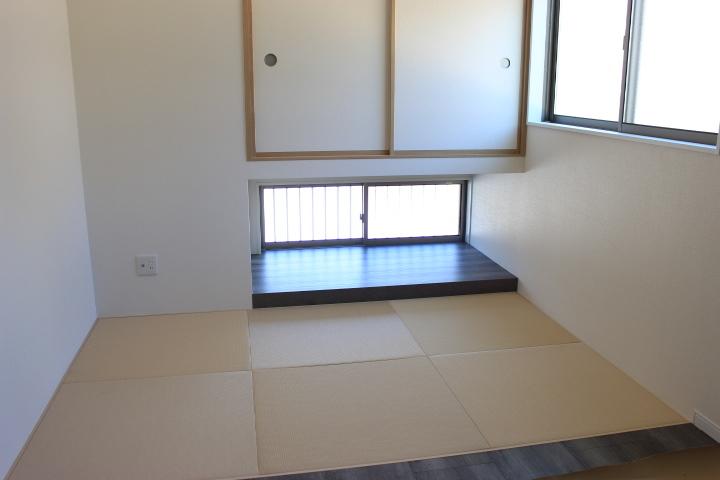 リビングに隣接している畳スペース 琉球畳がオシャレですね