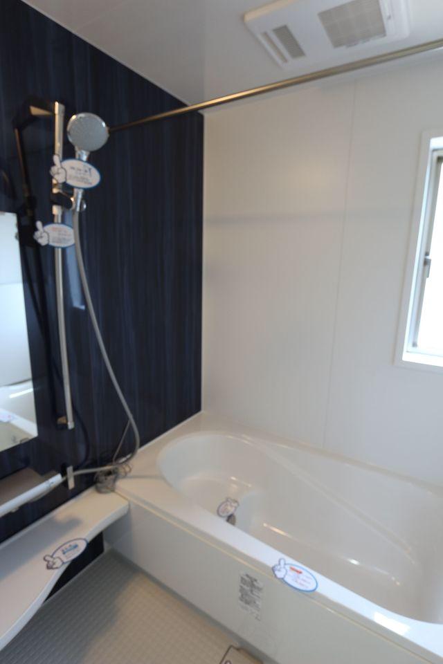 1坪サイズの大きな浴室。