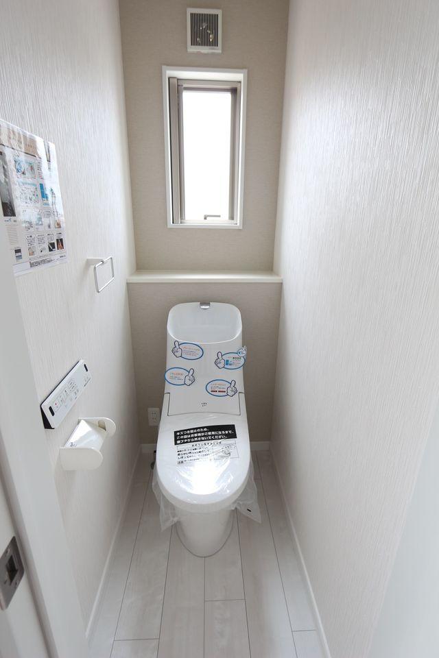 1・2階共にタンクレスの 温水洗浄便座を完備。