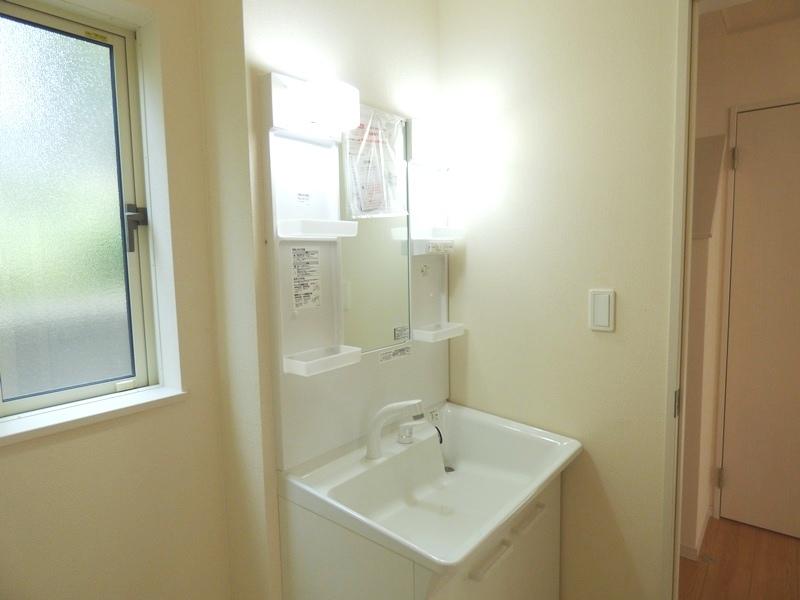 ◎洗面:1号棟(7/16更新) 暮らしを快適に変えるシャワー付洗面化粧台!朝の身支度もスピーディに。