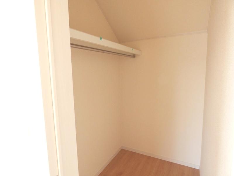 ◎WIC:2号棟(7/16更新) ウォークインクローゼット内は棚板もあり、収納しやすく整理整頓できそうです!