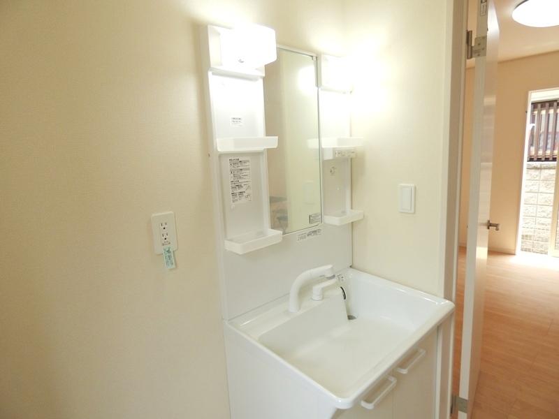 ◎洗面:2号棟(7/16更新) 暮らしを快適に変えるシャワー付洗面化粧台!朝の身支度もスピーディに。