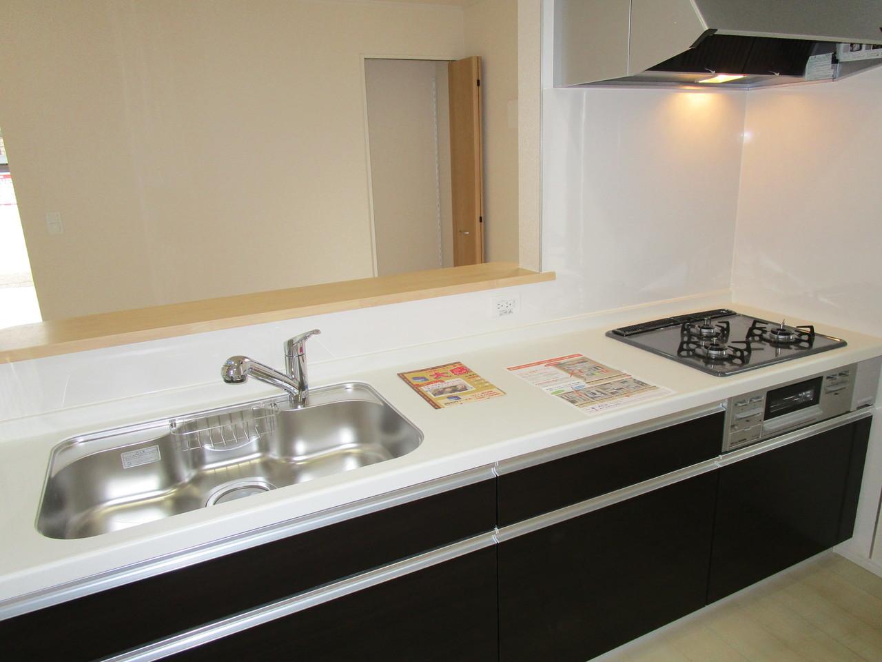 カウンターキッチンには引き出しタイプ収納がたくさん、使いやすいです