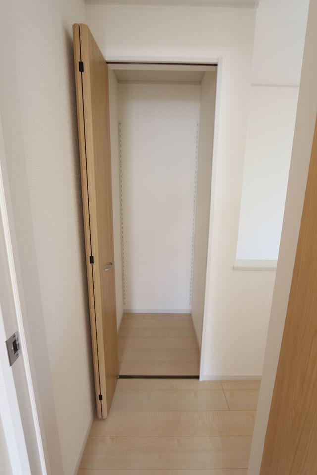 2階廊下にもクローゼットがございます。