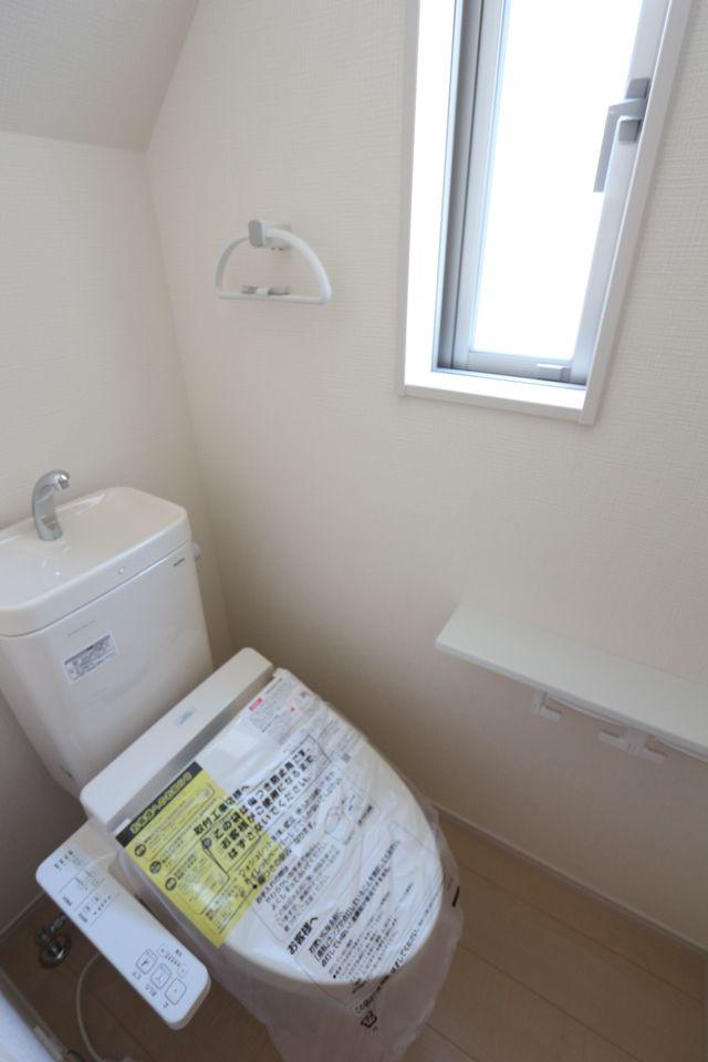 1・2階共に洗浄便座を設置しました。