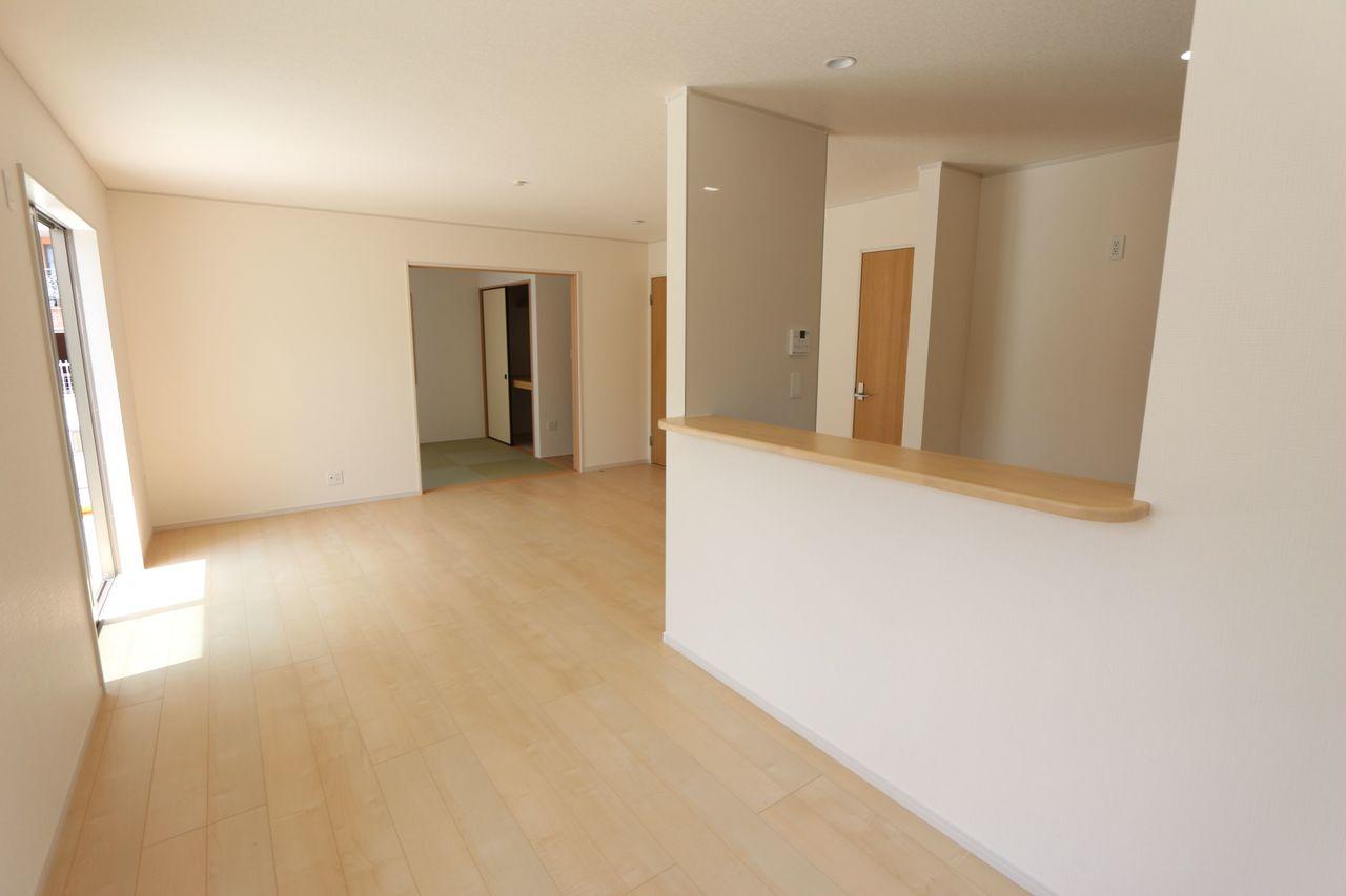 和室と合わせて24帖の大空間です。