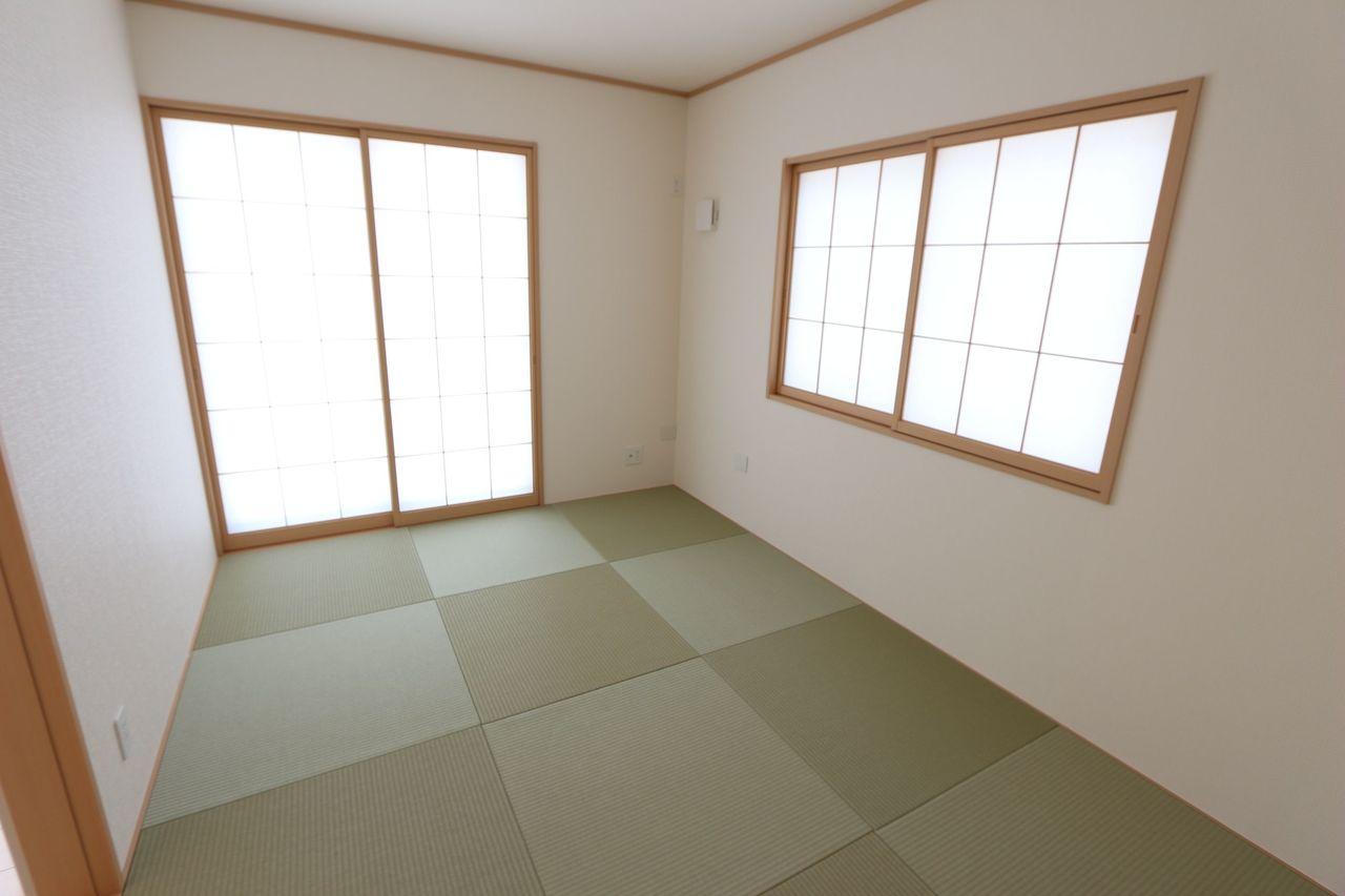 2面の窓から光と風が入ります。