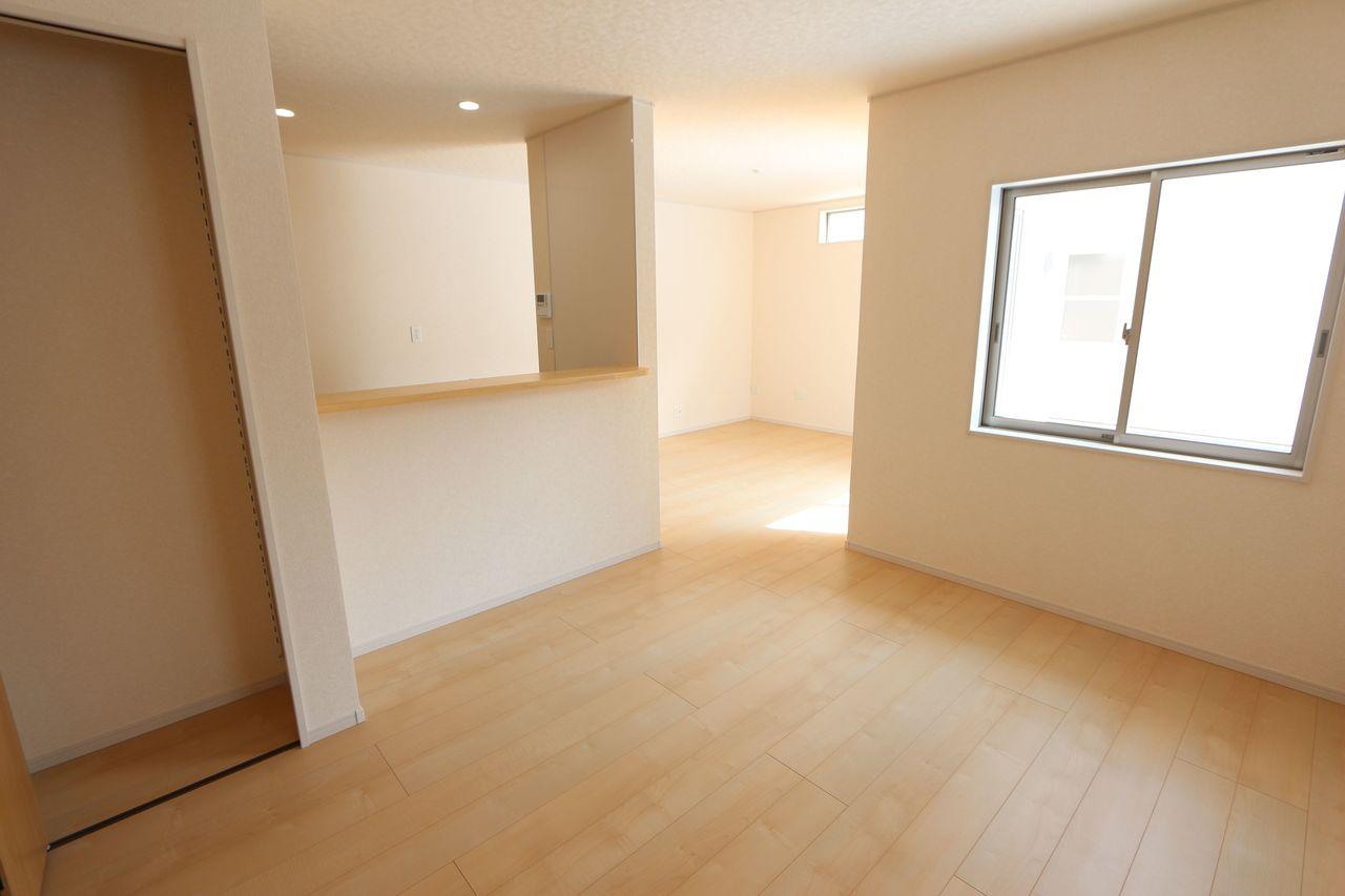 白を基調としたさわやかな室内。