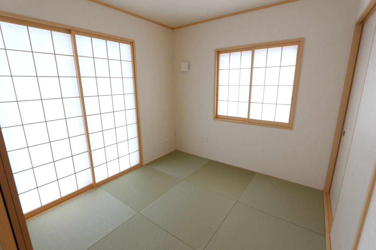 南向きの明るい室内。 琉球畳を採用し、お洒落な印象になりました。