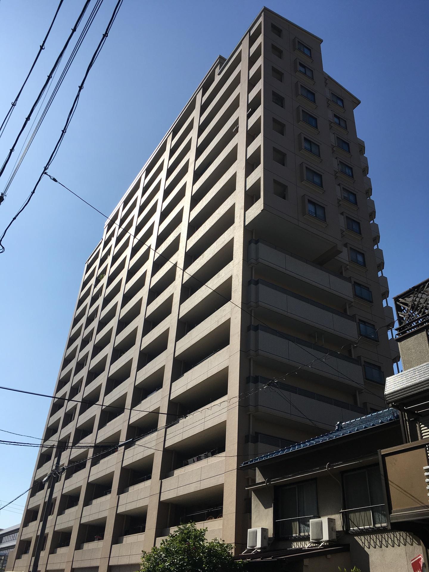 【外観写真】 地上15階のマンション
