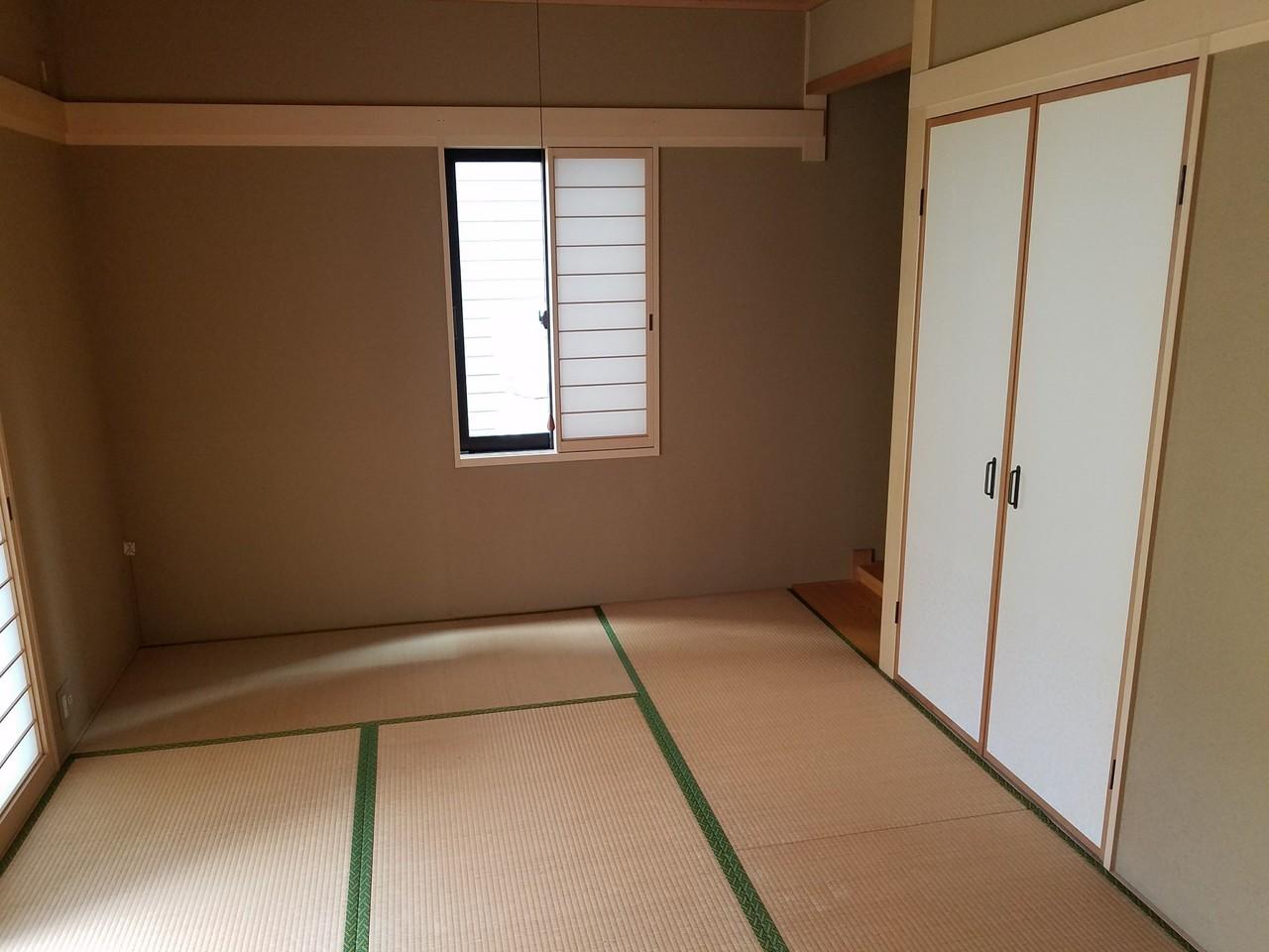 ▼リビングに隣接された、2方向入口の和室スペース(約6畳)