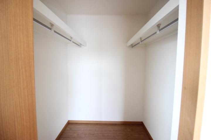 7.5畳洋室のウォークインクローゼット