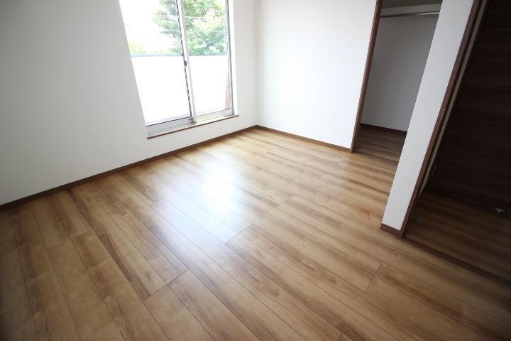 2階7.7畳洋室 ウォークインクローゼットつきだから季節物の入れ替え不要!