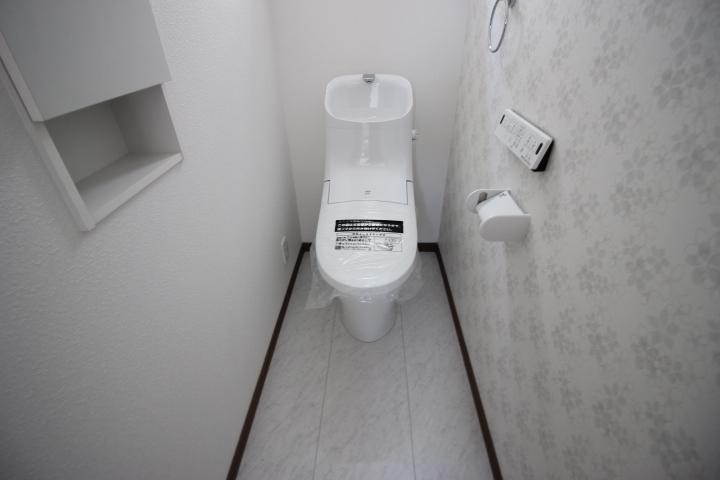2階トイレ トイレは1階と2階の2カ所設置されています。大変便利です。しかしトイレ掃除も2カ所になりました。お掃除がんばりましょう。