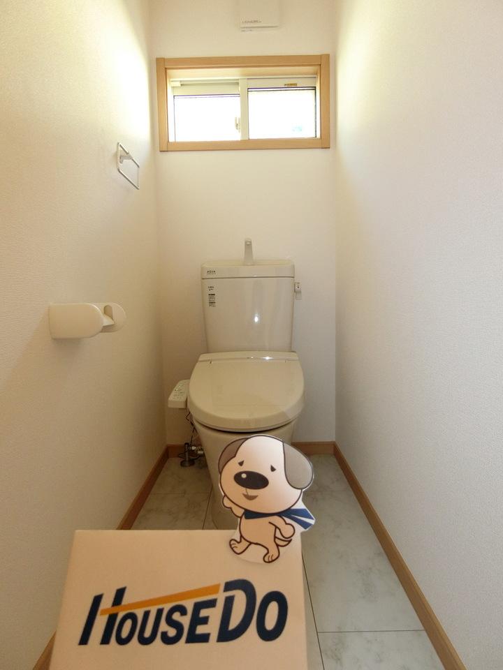 2階にもトイレを設置。騒音カットタイプで深夜の使用も安心です。