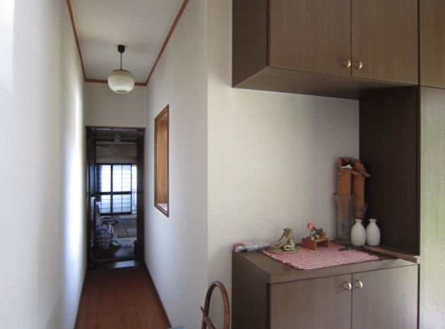 平成5年築建物から昭和46年築母屋へ向かう廊下です。