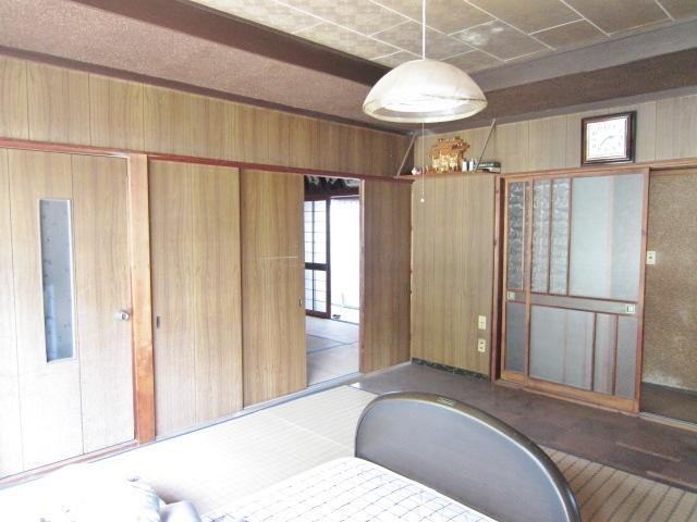 昭和46年築母屋 1F洋室 南側全面窓のため明るいです。