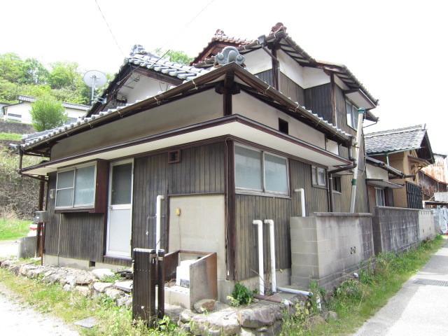 昭和46年9月築の母屋。 全居室南向き。