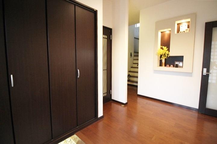 玄関は、家族やお客さまを華やかにお出迎えしてくれますね☆