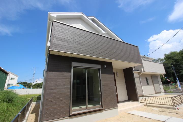現在建築中です。 土地面積59.52坪。延床面積99.38㎡。 木造アスファルトシングル茸。 アイディホーム建築の物件です。