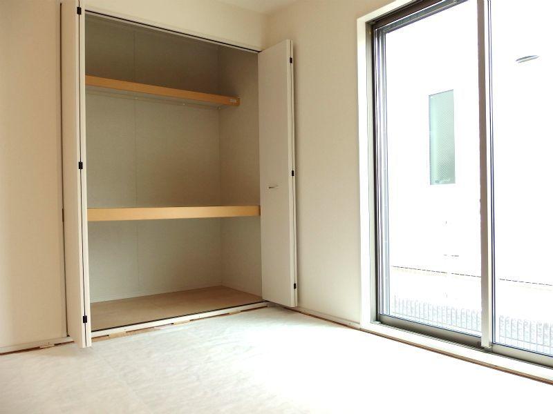 和室 たっぷり収納あります。