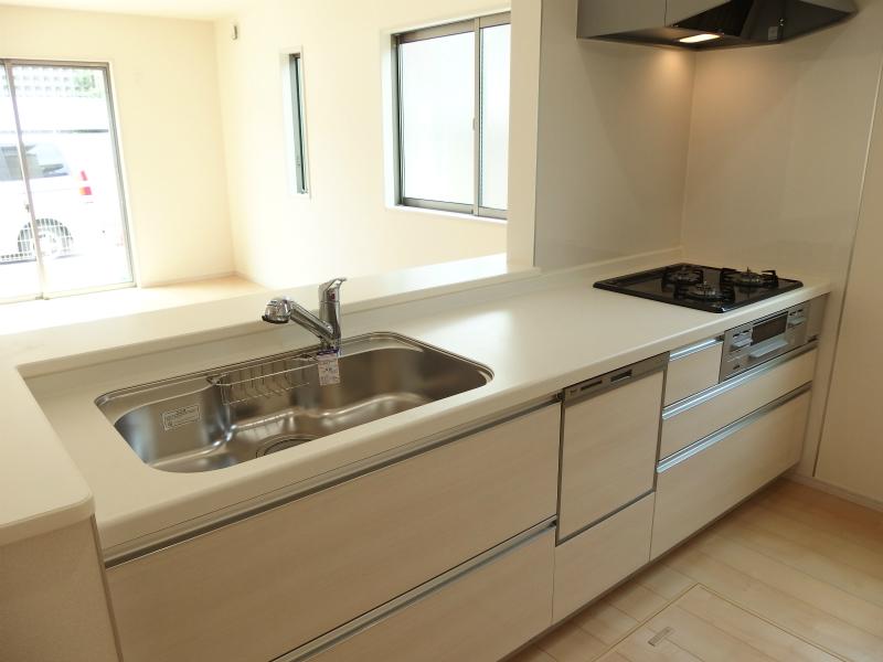 キッチン内側 ビルトインの食器洗乾燥機付です。