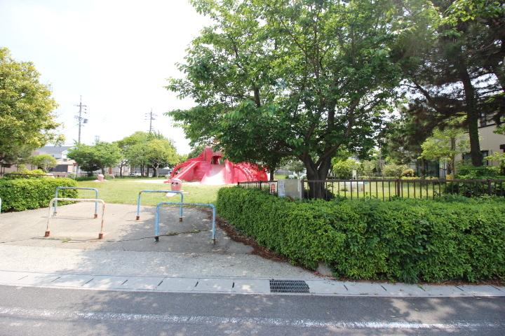 新浜西公園 遊具もあります。