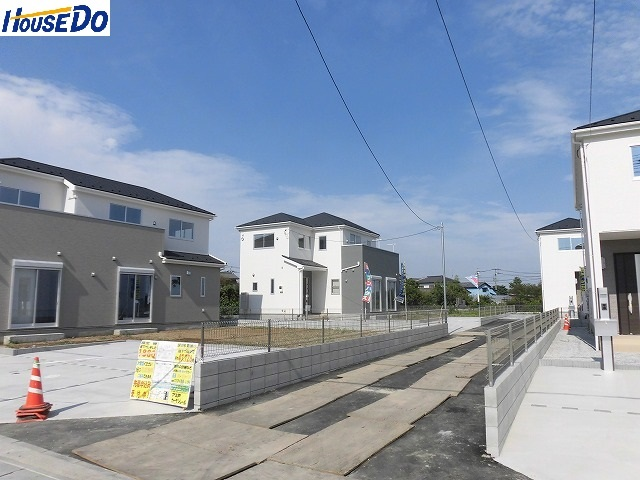 2017.8.23撮影 久喜市佐間 新築戸建です。カースペース3台可能、シューズインクローゼット有、ベイシアまで徒歩7分です。