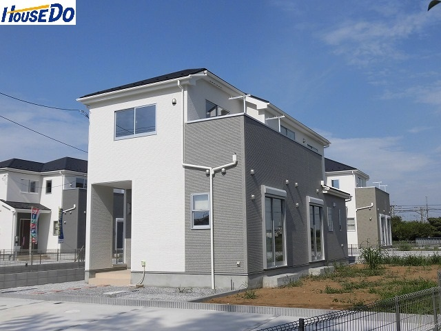 【外観写真】 2017.8.23撮影 久喜市佐間 新築戸建です。カースペース3台可能、シューズインクローゼット有、ベイシアまで徒歩7分です。