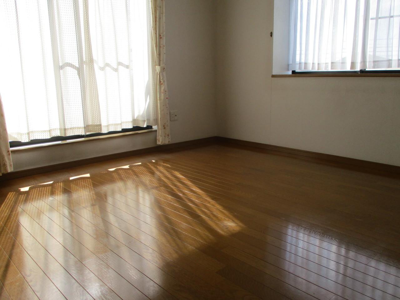 2階 日当たりの良い6帖洋室