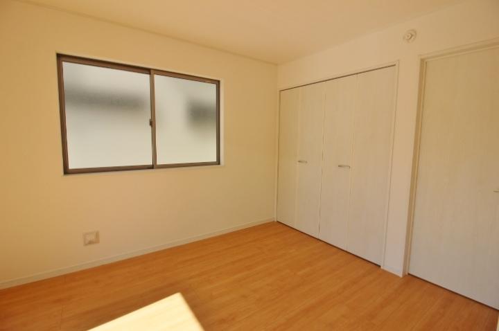 居室は全て 6帖以上の広さで収納付きです。