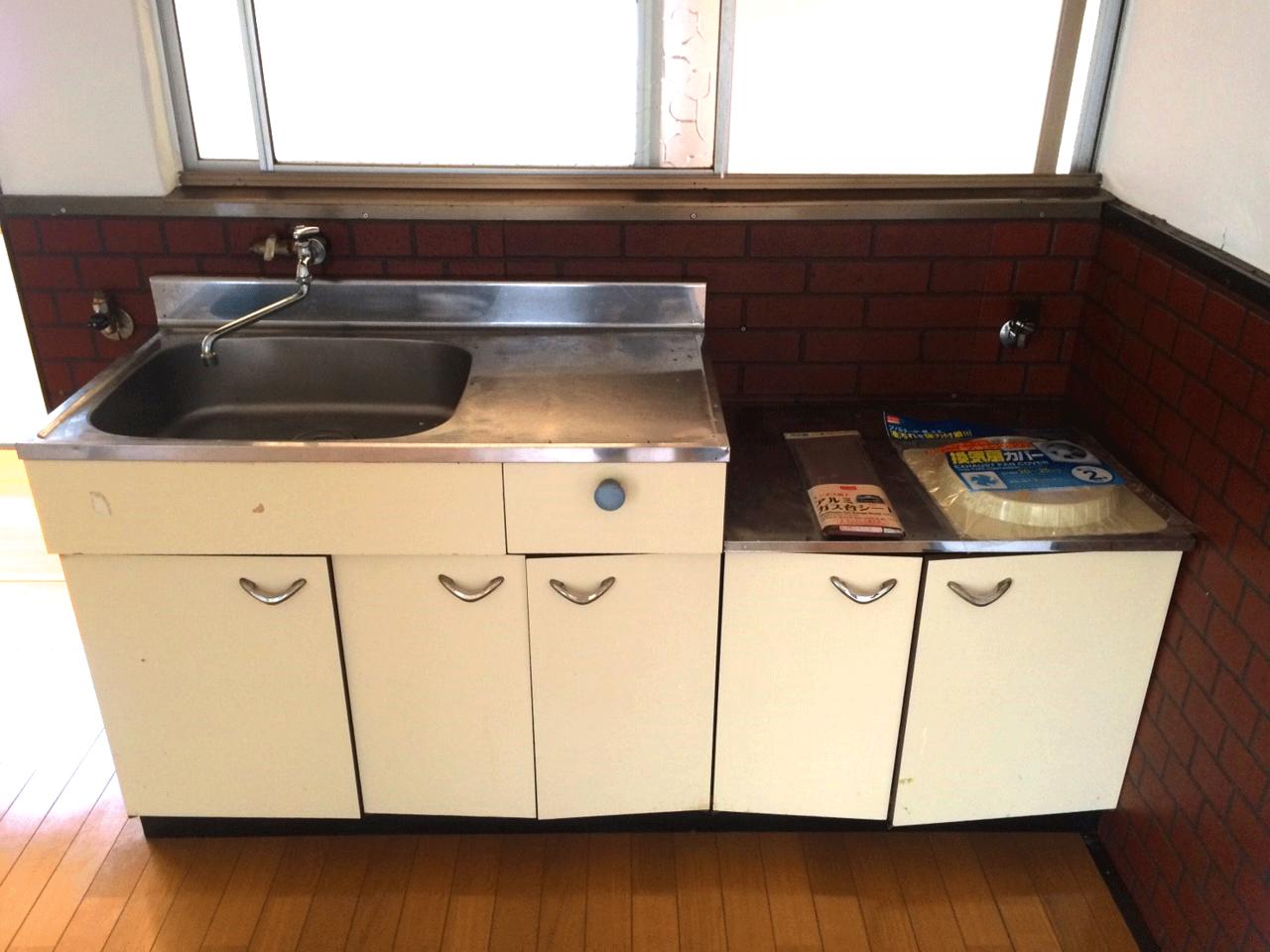 キッチンは少し古いので、リフォームをおススメ致します♪◆小倉南区北方駐車スペース4台分の戸建て住宅♪