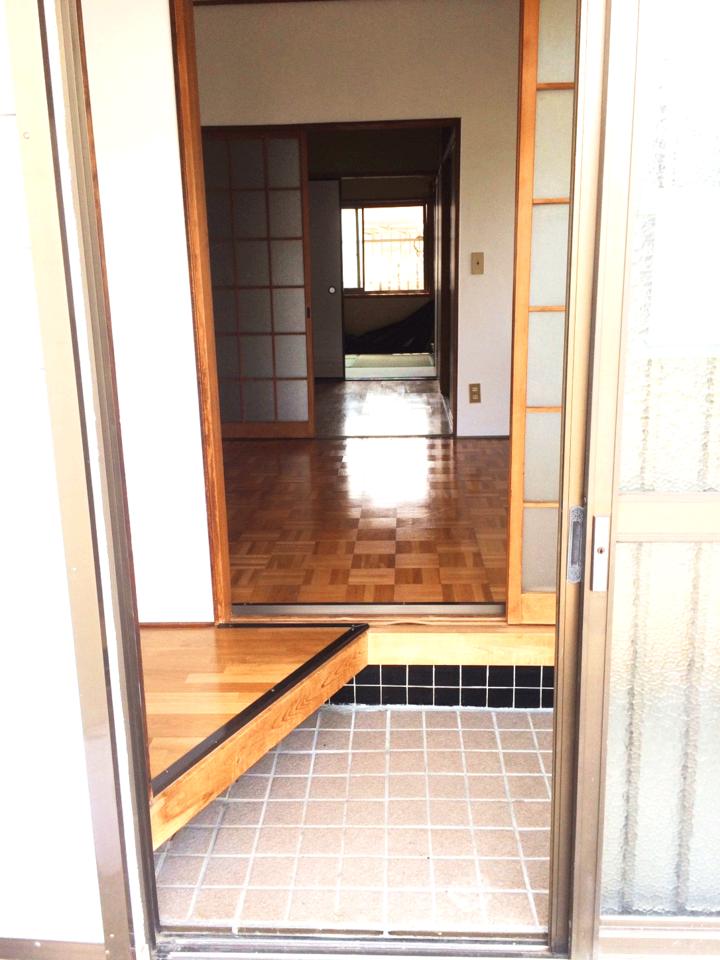 キレイな玄関です♪◆小倉南区北方駐車スペース4台分の戸建て住宅♪