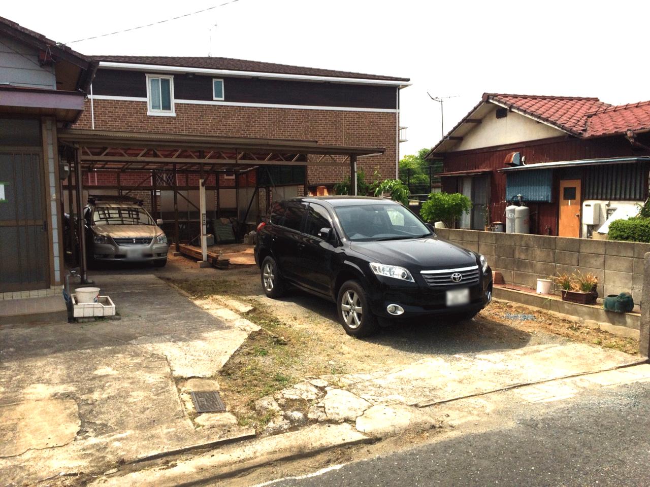駐車場は4台以上停められます♪2台分は屋根付きです♪◆小倉南区北方駐車スペース4台分の戸建て住宅♪