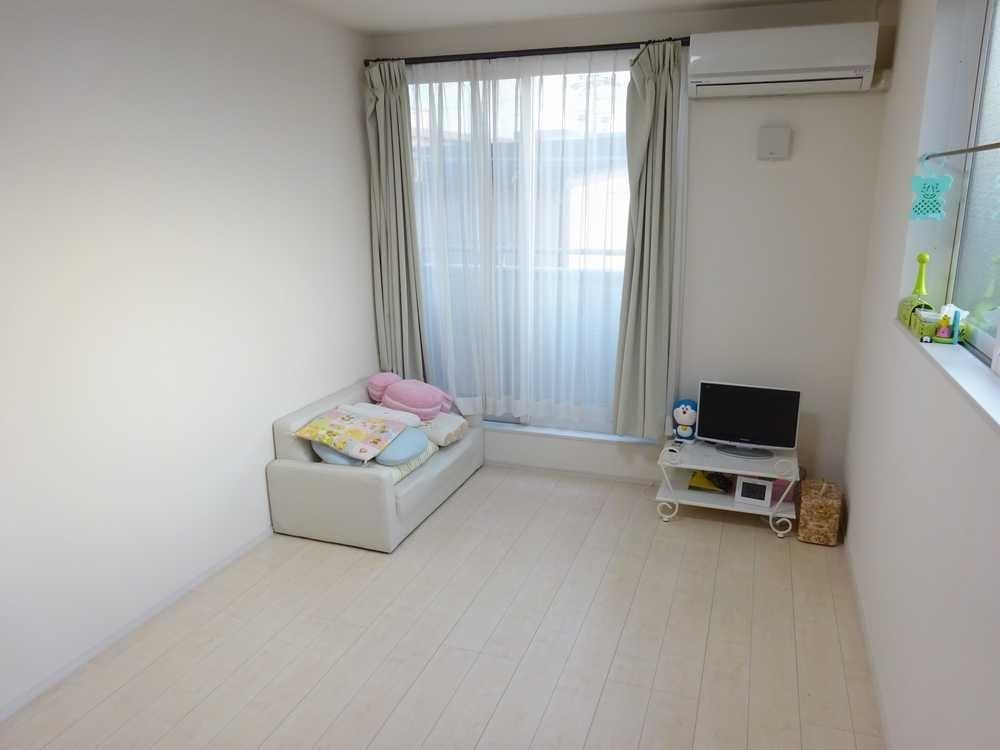 2階部分洋室写真◎各居室にも収納スペース充実しております!