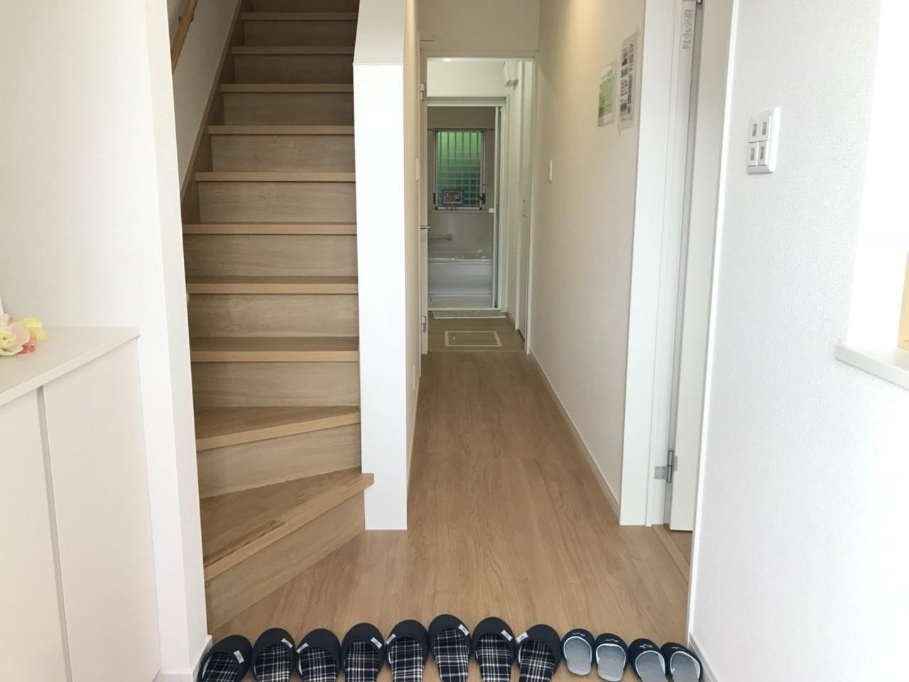 ◎靴の収納付で、幅広の玄関なのでお出かけの時もゆとりがありますね♪