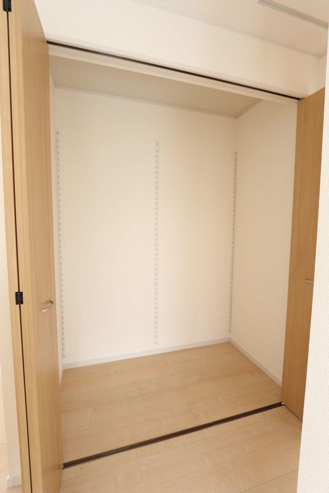 2階廊下に大容量のクローゼットを設置。