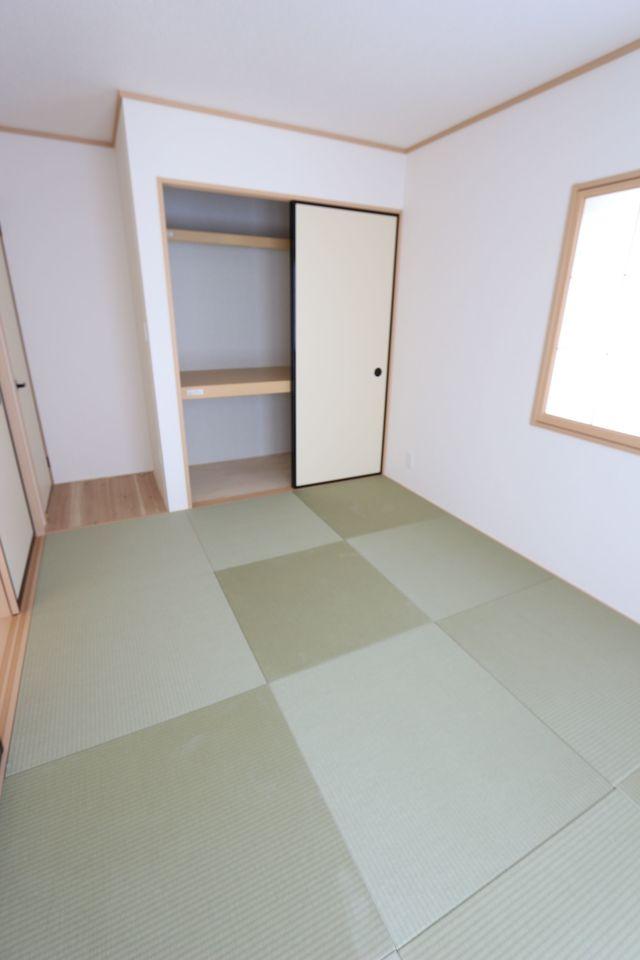押入れがあり、寝室や客間としても 便利にご利用頂けます。