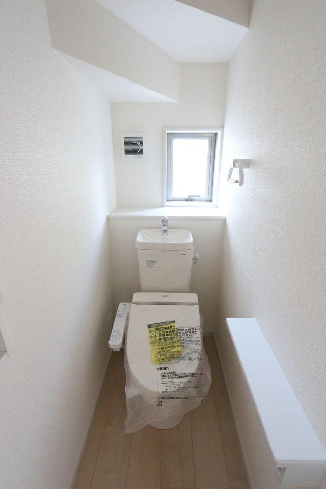 1・2階にシャワートイレを設置しました。