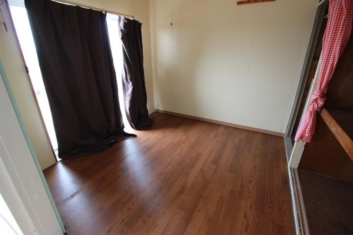 南側バルコニーへ繋がる洋室 収納スペースがあるのでお部屋もスッキリと 快適にお過ごし頂けます