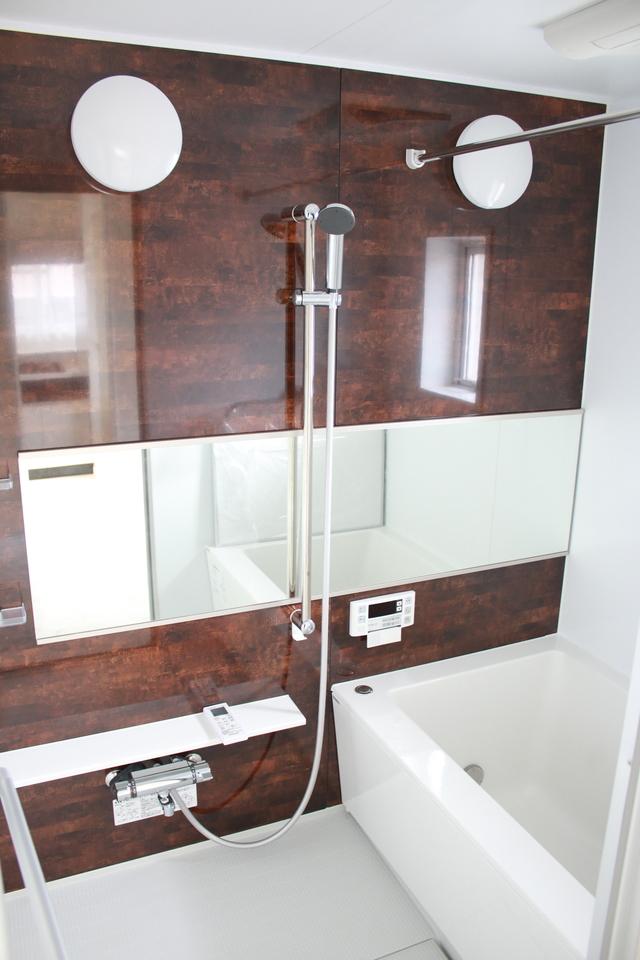 浴室換気乾燥機付きのユニットバスも新規交換済み